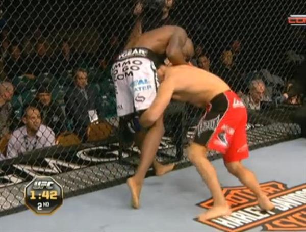 Danny Castillo x Njokuani, MMA (Foto: Reprodução)